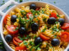 pasta con tomate y aceitunas negras